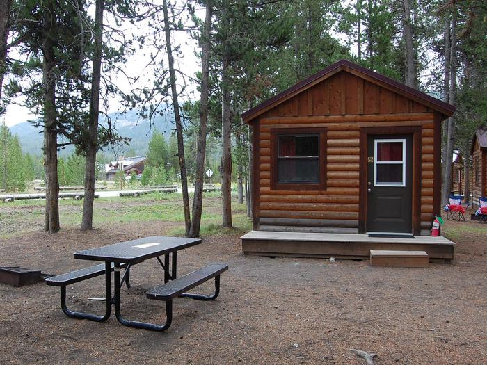 Exterior Camper Cabin 208