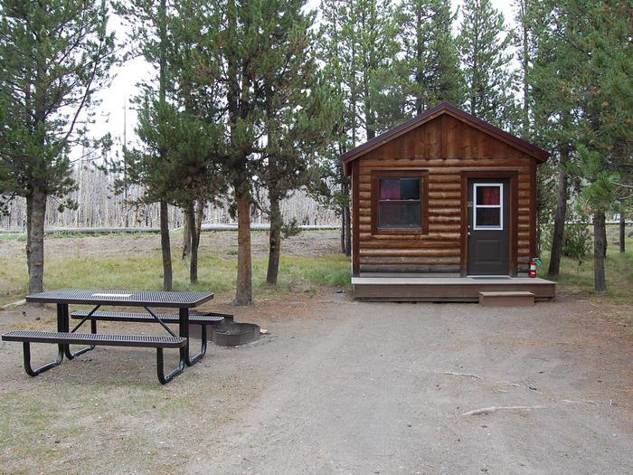 Exterior Camper Cabin 211