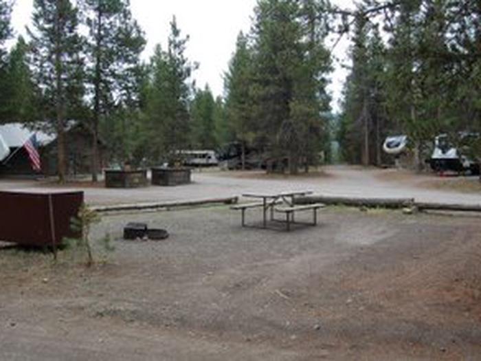 Exterior Tent 324