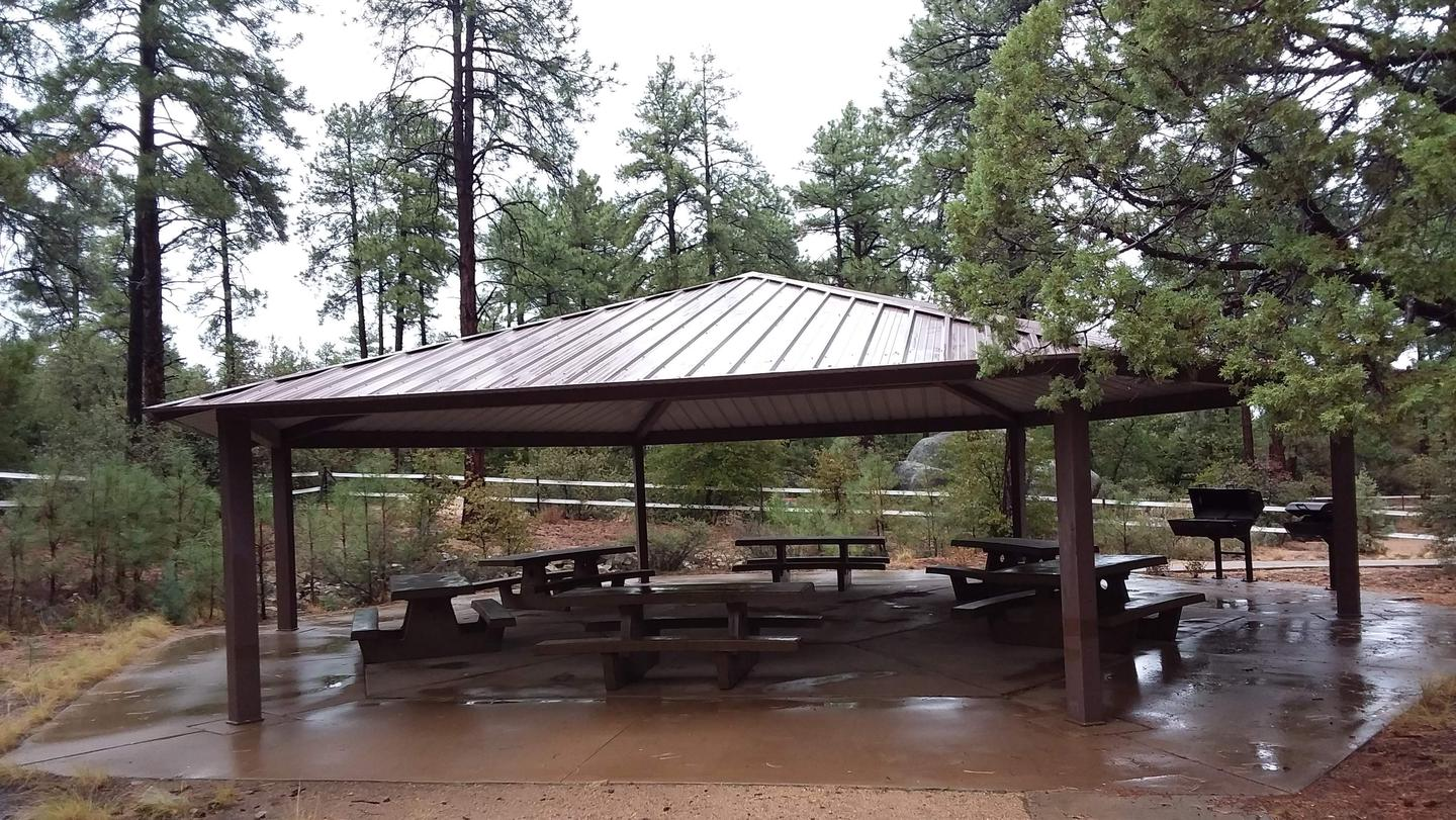 Alto pit shade structure