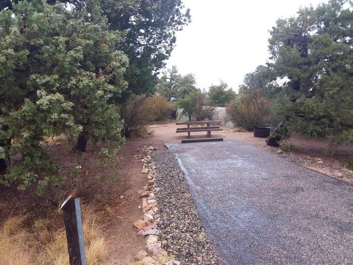 Yavapai Campsite 15 paved parking space