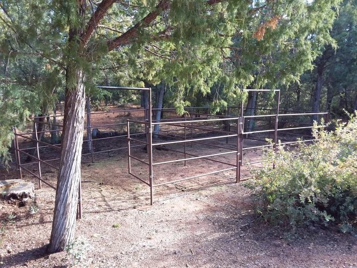 Houston Mesa, Horse Camp site #21 horse corral.Houston Mesa, Horse Camp site #21