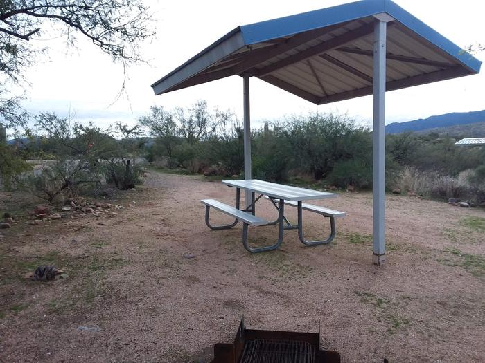 Sie T8 with a picnic table, fire ring, shade structure, and parkingSie T8 with a picnic table, fire ring, shade structure, and parking.