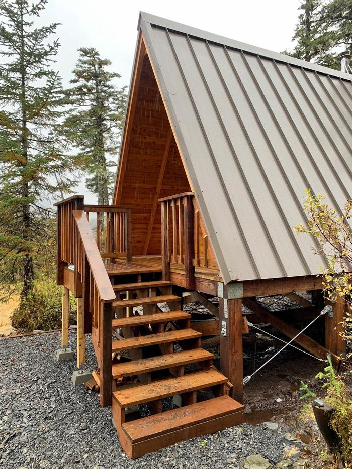 Goose Bay Cabin - StairsStairs and landing