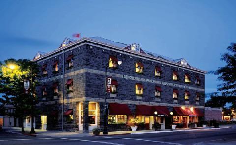A Local Treasure Italian masons were hired to construct the heart of historic Santa Rosa, including the Hotel La Rose in 1907.