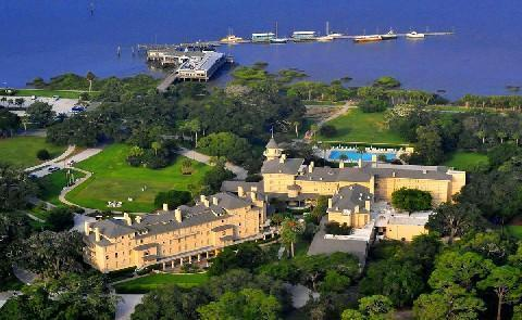 Water and the Resort Jekyll Island Club Resort is after all on an island so the chances to get out on the water are many. Try charter fishing, Dolphin cruises, kayaking and more.