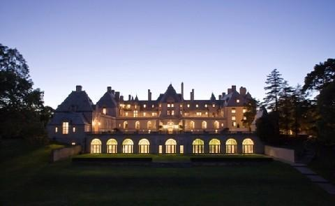 Historic ExperienceAll guests are welcome to truly explore the splendor of the Castle by taking advantage of one of the guided historic tours offered at this Historic Hotel of America.