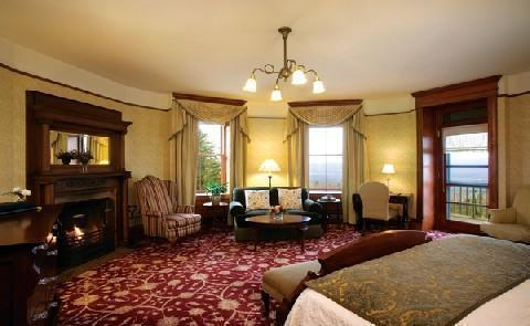 Guest RoomMohonk Mountain House offers 267 guestrooms, tower rooms, and suites.