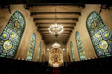 The ChapelDaily docent-led tours highlight the history of The Mission Inn Hotel & Spa and the more than 6,000-piece art collection on display throughout the hotel.