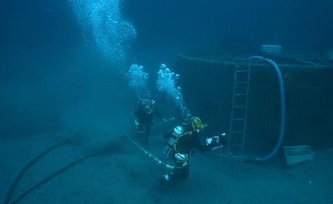 In 2002, U.S. Navy divers prepared the turret for lift. As the turret was excavated, the remains of two sailors were found inside.