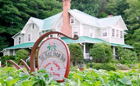 Carolina Charm Not only do guests of the Inn have the chance to enjoy delicious and fresh food- they can actually learn to cook for themselves at the Mast Farm School of Cooking.