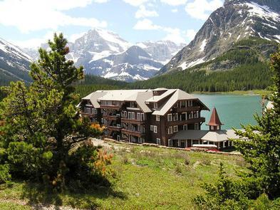 Lakeside LocationThe hotel is merely steps away from the beautiful Swiftcurrent Lake in Glacier National Park.