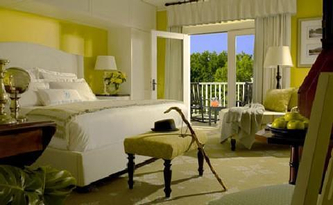 Sunny Guest RoomsA perfect blend of old and new, many of the 216 guestrooms at this Historic Hotel of America feature both iPod Docking stations and Wireless Internet Access as well as sunny balconies and rocking chairs.