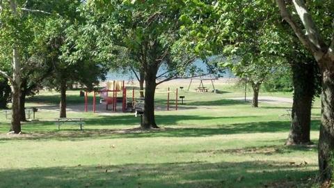 WASHINGTON IRVING SOUTHDay Use Area with tables and playground at Washington Irving South.