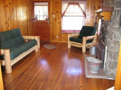 STUB CREEK CABIN living roomLiving room