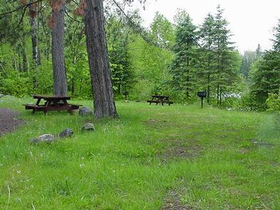 SMITH RAPIDS CAMPSITECampsite by the river