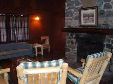 BLUE SPRINGS GAP CABINLiving Room