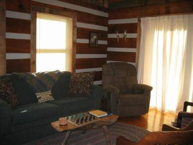 STONY FORK CABINLiving room