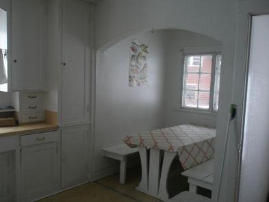 WARM RIVER CABINA cozy kitchen area.