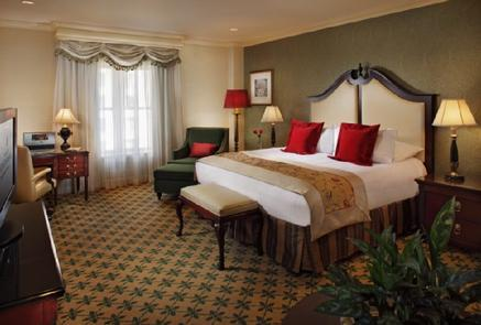 Luxurious Guestrooms The Willard InterContinental features 335 guestrooms and suites on 12 floors of history. Some of the rooms even feature views of Pennsylvania Avenue and the Washington Monument.