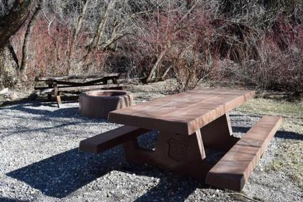 BLACKSMITH FORK GUARD STATIONPicnic table