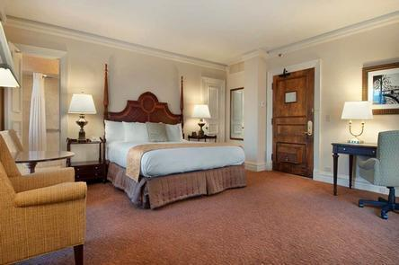 Deluxe AccomodationsWith views of downtown Louisville and modern amenities, each guestroom at The Seelbach combines history with comfort.