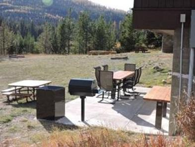 STAR MEADOWS GUARD STATIONpatio with bbq