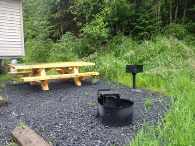 DEEP BAY CABIN picnic area