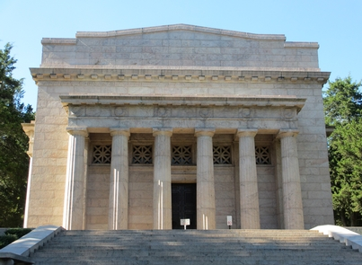 The Memorial BuildingThe Memorial Building constructed on the traditional site of the birth of Abraham Lincoln.