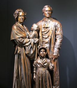 Statue of the Lincoln Family in the Visitor CenterVisitors to the park can view the statue of the Lincoln family.