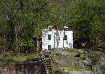 Lockhouse 16 along the CanalLockhouse 16 sits atop a stone outcropping above the lock.