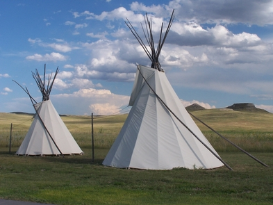 The Agate Fossil Hills and TipisOne of the first impressions that visitors have are the tipis and the Fossil Hills.