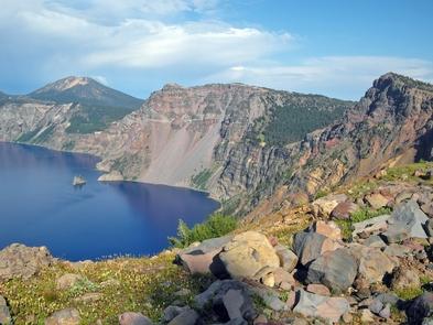 Chaski BayA view from Garfield Peak along the rim of Crater Lake