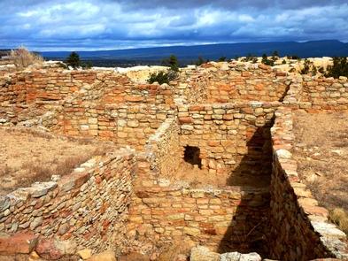 Atsinna PuebloAtsinna Pueblo sits atop the headland at El Morro