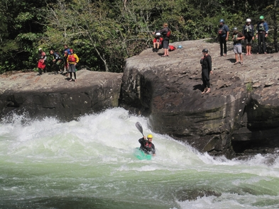 Kayaking Pillow Rock rapid on the Gauley RiverA popular place on the Gauley River - Pillow Rock