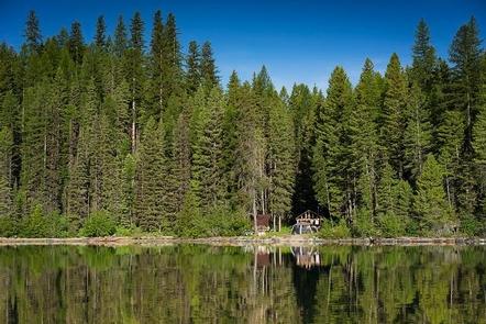 Patrol CabinA backcountry patrol cabin on shore of Quartz Lake