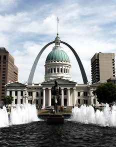 Old Courthouse and Gateway Arch