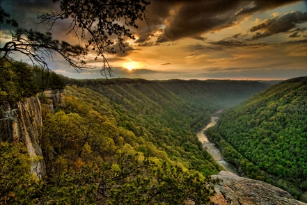 Sunrise at Diamond PointSun rising over the New River Gorge from Diamond Point on the Endless Wall Trail.