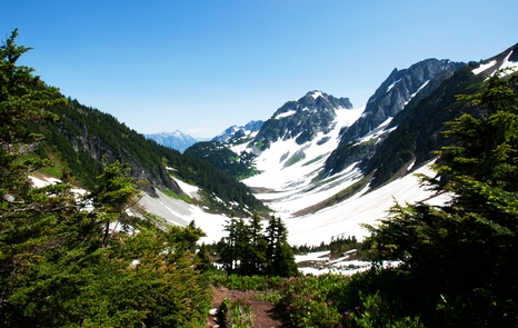 Pelton Basin from Cascade PassLet the wow factor exceed your expectations while hiking Cascade Pass.
