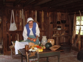 Cooking demonstration at National Colonial FarmVolunteer at National Colonial Farm presenting a cooking demonstration