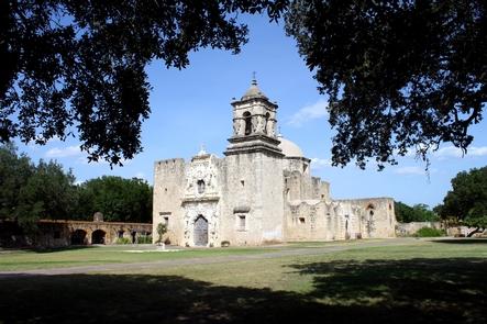 Mission San Josй, World Heritage SiteMission San Josй shows many aspects of a Spanish colonial mission.