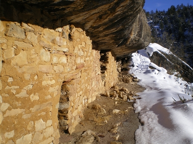 Walnut Canyon SnowThe 0.9-mile (1.4 km) Island Trail leads visitors down 240 stairs to explore 25 cliff dwelling rooms.