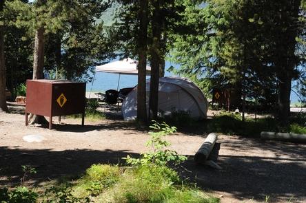Small trailer at Lizard CreekQuiet campsites near the lake