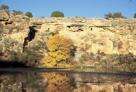 Montezuma WellMontezuma Well provided a stable source of water to the Sinagua.