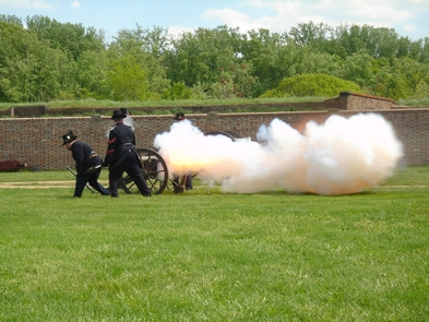 Fort Washington Volunteers firing a cannonFort Washington Guard fires one of the park's cannons.  Demonstrations are presented during the summer months April-October.