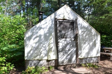 Warming shelterThis canvas wall tent provides a warming shelter for hikers at Finnegan's Point