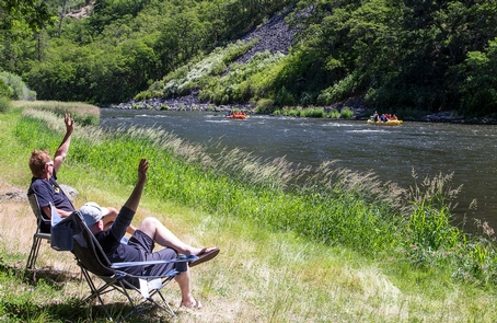 Upper Klamath Wild and Scenic RiverWaving 'hi' to boaters